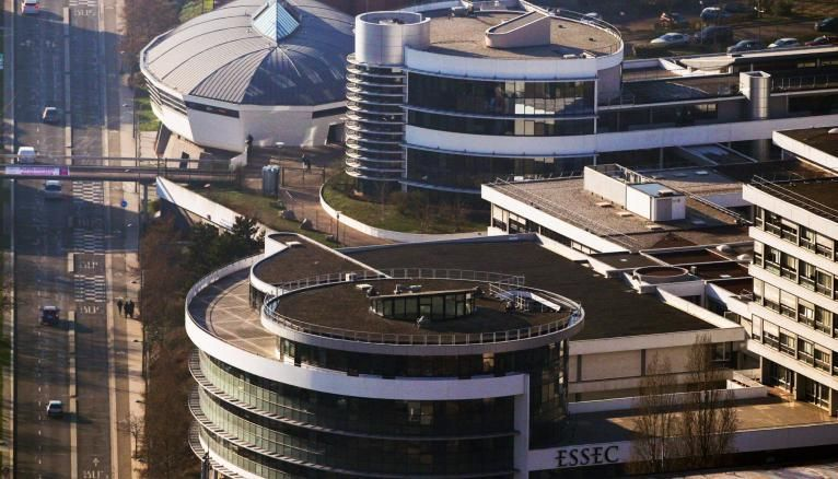 L'ESSEC propose six doubles diplômes français.