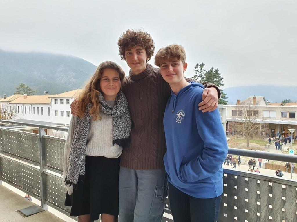 Louna, Angelo et Agathe, élèves au lycée de Die. //©Thibaut Cojean
