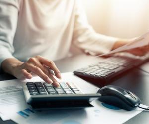 Le DCG permet de travailler dans le domaine de la comptabilité, des banques et des assurances, du commerce, de la fonction publique.