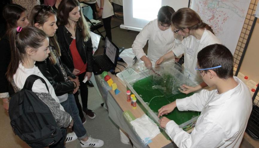 Fabriquer un objet ou répondre à une problèmatique innovante, voilà les deux axes de travail des scientifiques en herbe. // © Fondation C.Génial //©Fondation C Genial