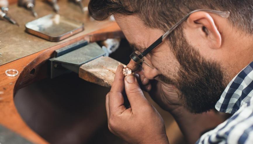 Quelle formation choisir pour la gemmologie? //©AdobeStock