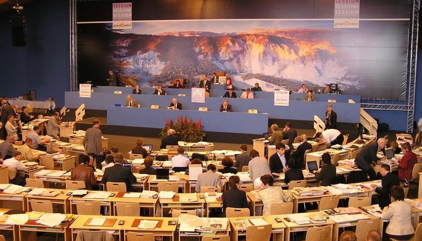"""La session avec un """"s"""" désigne le fait d'être assis, et plus spécifiquement, la période pendant laquelle une assemblée siège, délibère. //©Adobe Stock/ jaeggimedia"""
