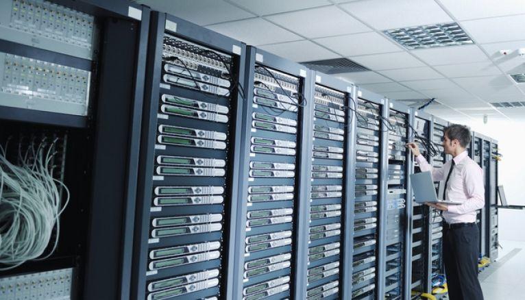L'informatique fait partie des secteurs qui recrutent.