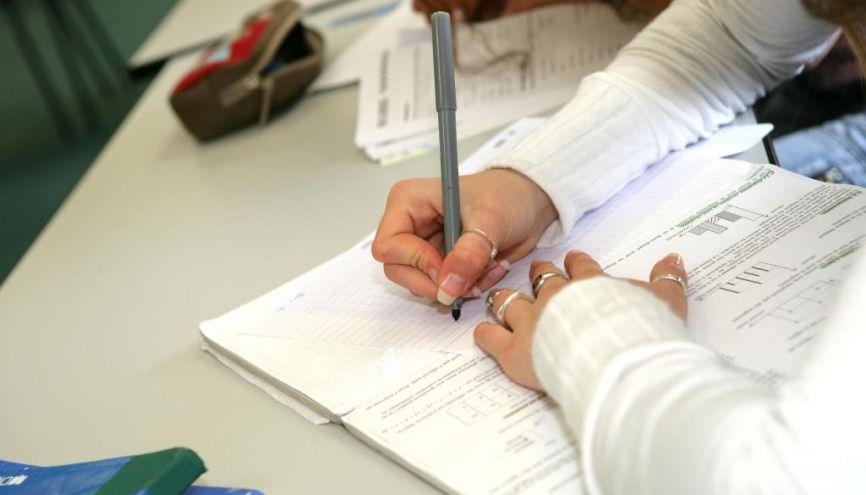 Lire et écrire sont les bases pour s'améliorer en orthographe. //©Phovoir