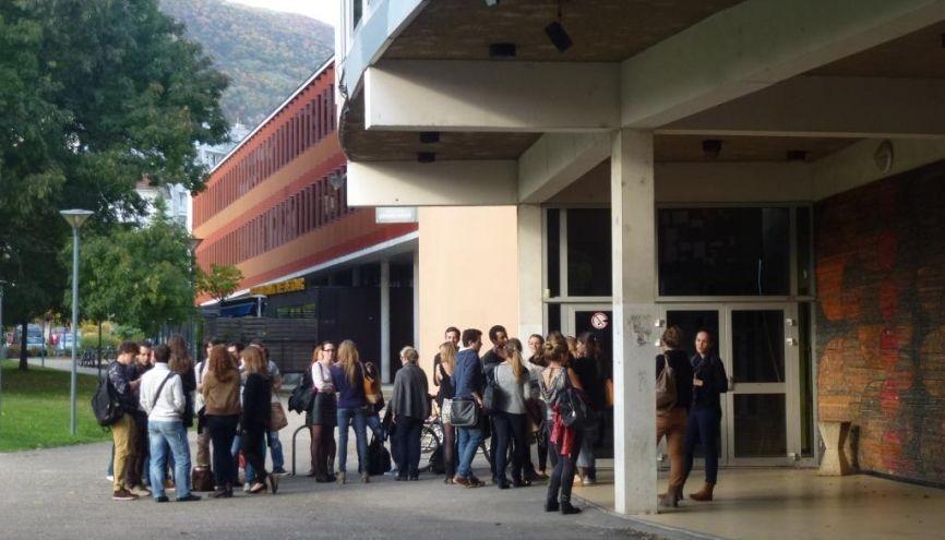 Devant la fac de santé de l'université Joseph-Fourier – Grenoble 1. //©Virginie Bertereau