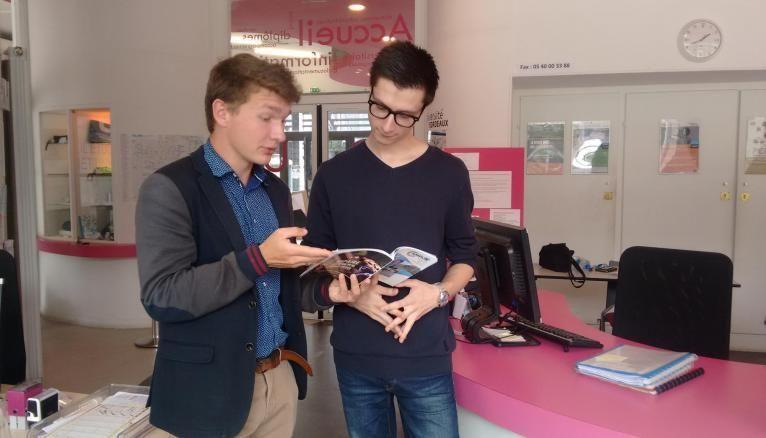 Nicolas a signé un contrat de 200 heures à l'année pour aider les étudiants à trouver un logement à Bordeaux.