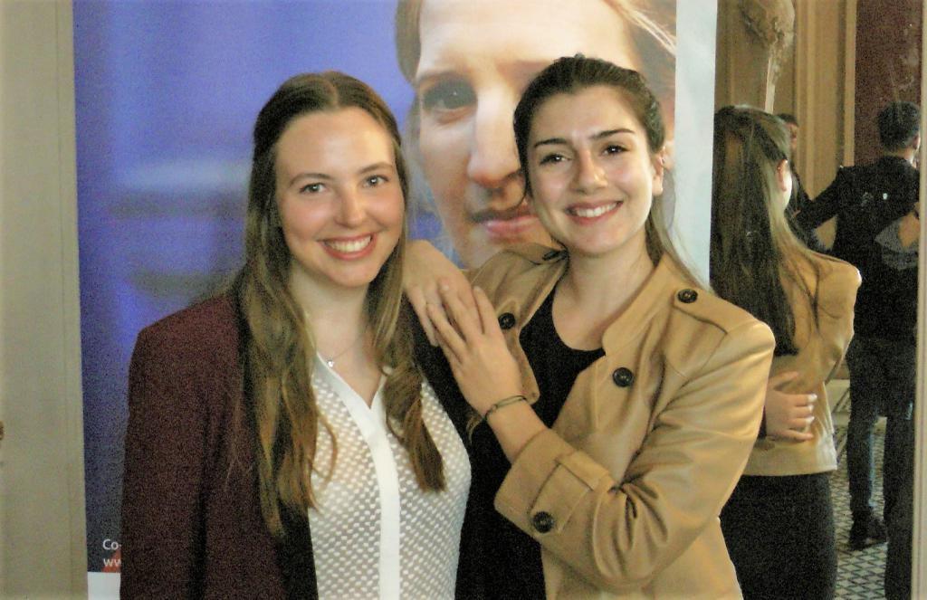 Alexandra, 24 ans, étudiante à l'Essec, et Laura, 25 ans, diplômé de l'ENSAE, ont créé Blue Cargo, une application pour opérateurs de terminaux portuaires à conteneurs. //©Etienne Gless