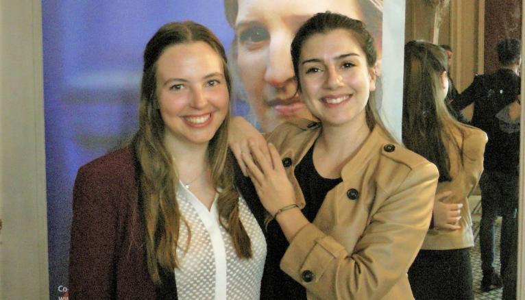 Alexandra, 24 ans, étudiante à l'Essec, et Laura, 25 ans, diplômé de l'ENSAE, ont créé Blue Cargo, une application pour opérateurs de terminaux portuaires à conteneurs.