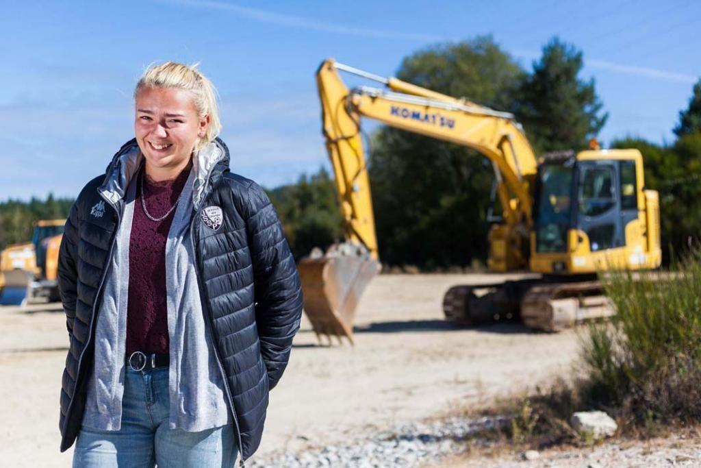 Après avoir obtenu le bac pro travaux publics dans un lycée d'Auvergne, Aurélie, 18ans, est venue à l'EATP préparer en un an le CAP conducteur d'engins.  //©Yohan Bonnet/Hans Lucas pour l'Etudiant