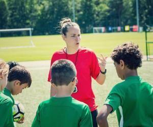 Morgane en plein séance d'entraînement à l'académie Diomède (Issy-les-Moulineaux) avec des jeunes.