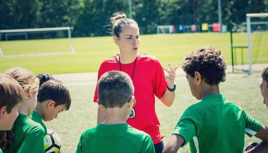 Morgane en plein séance d'entraînement à l'académie Diomède (Issy-les-Moulineaux) avec des jeunes. //©Académie Diomède
