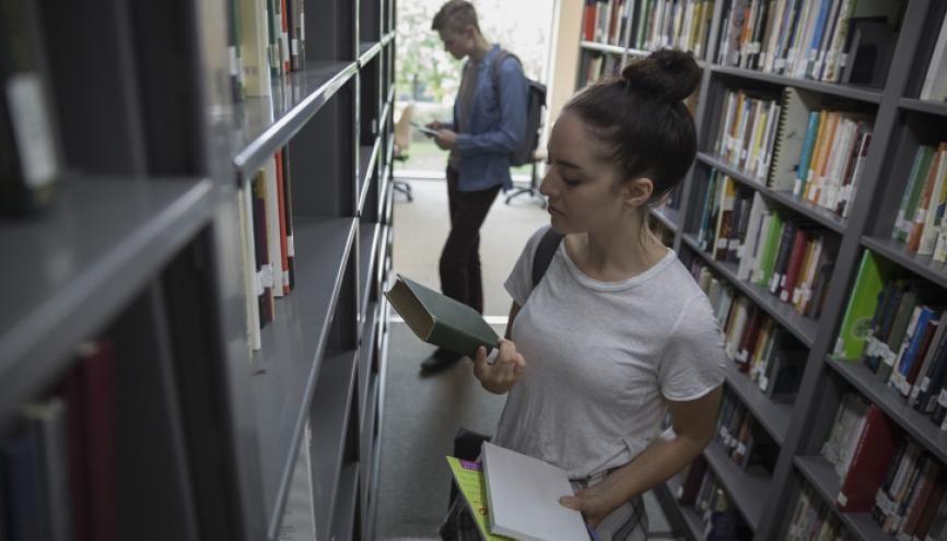 A l'université le redoublement est rare. Vous pourrez passer dans l'année supérieure même si vous n'avez pas complètement validé l'année en cours. //©Deepol/Plainpicture