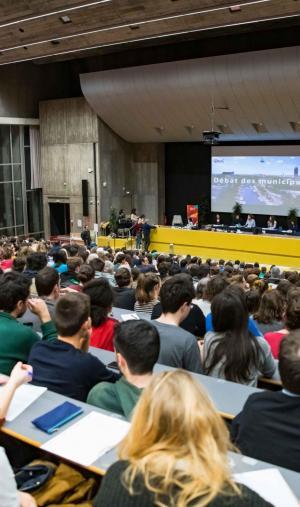 Plus de 600 étudiants se sont réunis à l'université de Nantes pour participer au débat en vue des élections municipales.