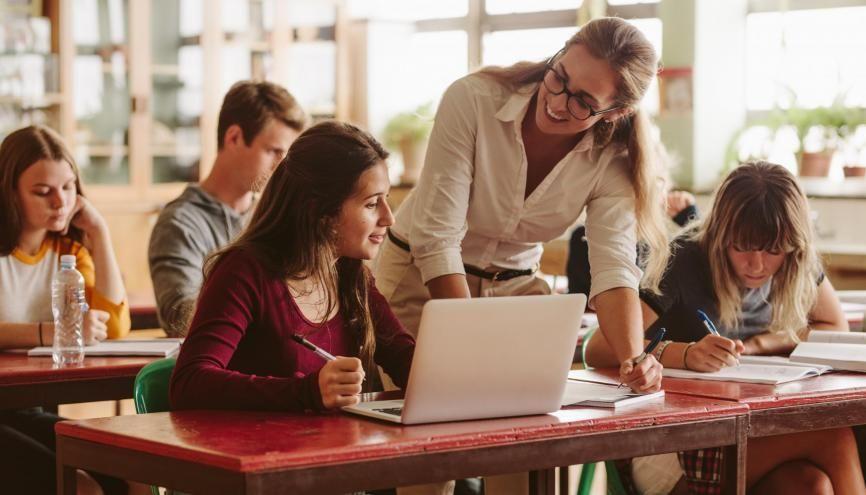 Un accompagnement des élèves venus de lycées prioritaires leur permet de réussir en classe prépa économique. //©Jacob Lund/Adobe Stock