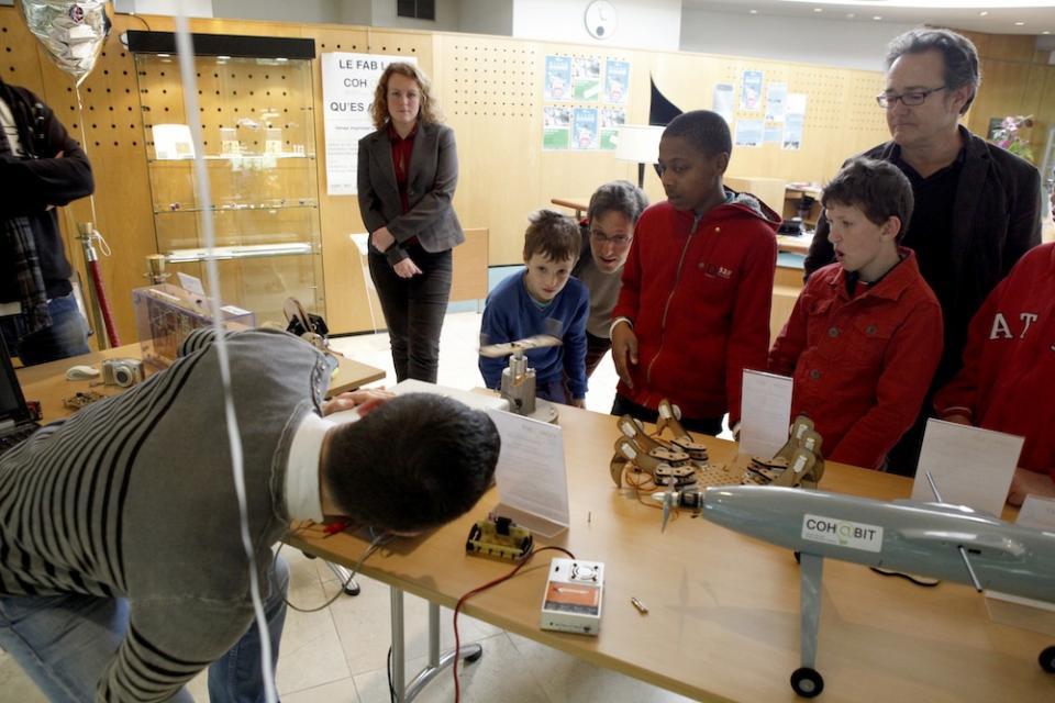 Au fablab de l'IUT de Bordeaux, les collégiens et lycéens sont reçus régulièrement. //©Association Cohabit