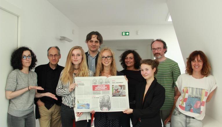 Les trois lauréates et les membres du jury du prix Charlie Hebdo 2016.