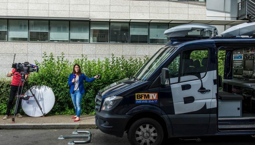 Ani Basar est reporter rédactrice. Accompagnée du JRI, elle doit être prête à partir en reportage à tout moment. //©Éric Garault pour L'Étudiant