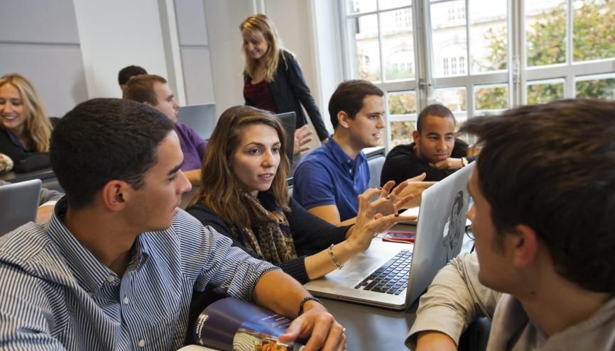 Les étudiants de grandes écoles veulent un travail utile aux autres, dans un cadre agréable et en phase avec leurs valeurs. //©ESCP Europe