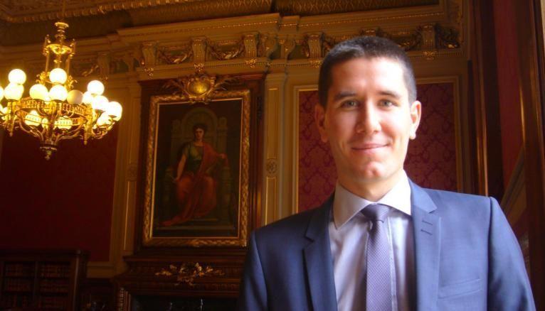 Vincent dans la salle du contentieux du Conseil d'État.