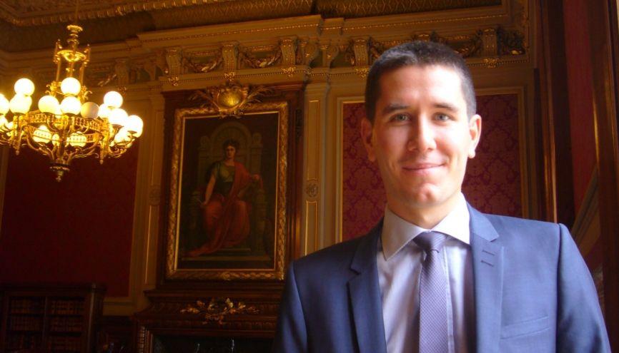 Vincent dans la salle du contentieux du Conseil d'État. //©Catherine de Coppet