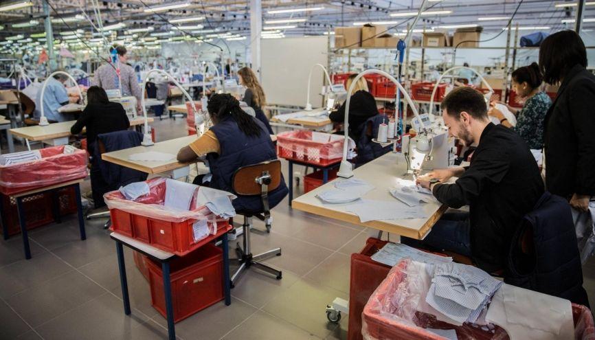 Un atelier de l'usine Petit Bateau, à Troyes (10). //©HAMILTON/REA