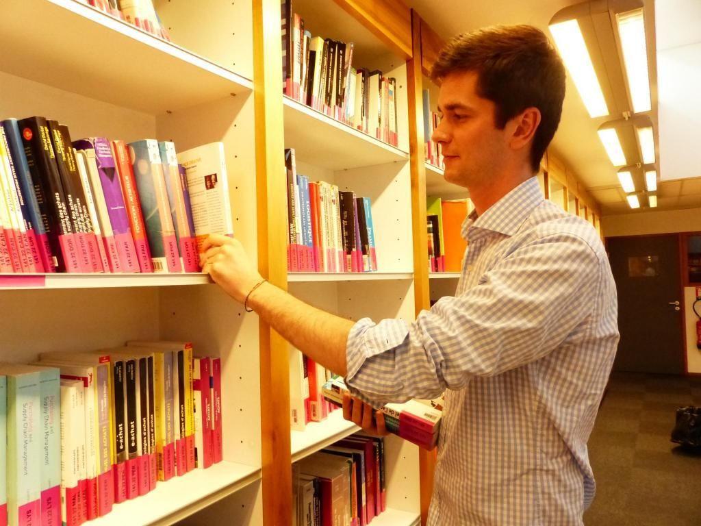 François, étudiant à GEM, est payé 250 € net par mois pour une trentaine d'heures effectuées dans la bibliothèque de son école. //©Photo fournie par le témoin