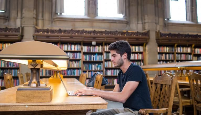 Les infrastructures de l'université sont spacieuses et permettent d'étudier dans un cadre privilégié.