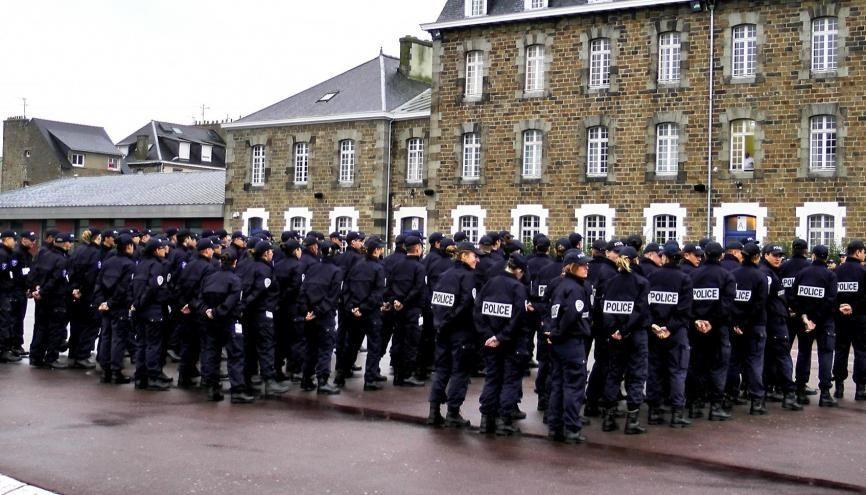 L'incorporation de la 246e promotion d'élèves gardiens de la paix à l'école de police de Saint-Malo comprend une cérémonie des couleurs. //©Etienne Gless