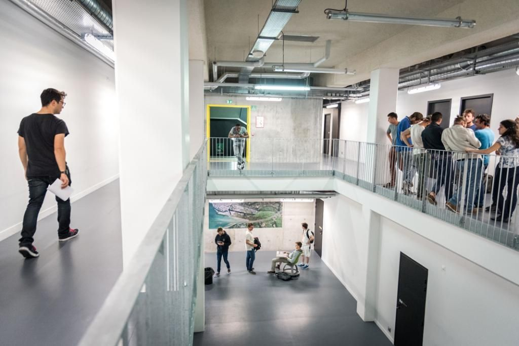 De la signalisation des étages au plan des salles, toute une partie du bâtiment de l'école s'organise sur le modèle d'un navire. //©Anne-Charlotte Compan/Hans Lucas pour l'Etudiant