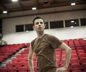 Même s'il n'a commencé la danse qu'à l'adolescence, Jonathan Breton a redoublé d'efforts pour devenir chorégraphe à 25 ans.