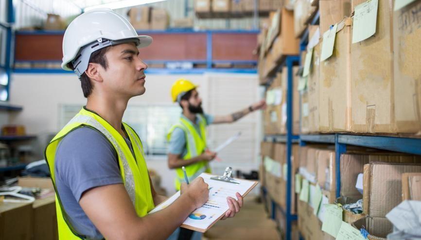Grâce à sa position géographique, la région embauche de nombreuses personnes dans le secteur de la logistique. //©hin255 / Adobe Stock
