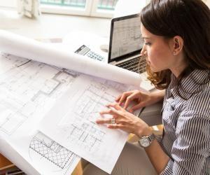 L'architecte suit un projet de la maquette à la réalisation et la livraison au client.