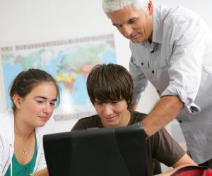 N'hésitez pas à demander conseil à un professeur pour bien structurer votre rapport.