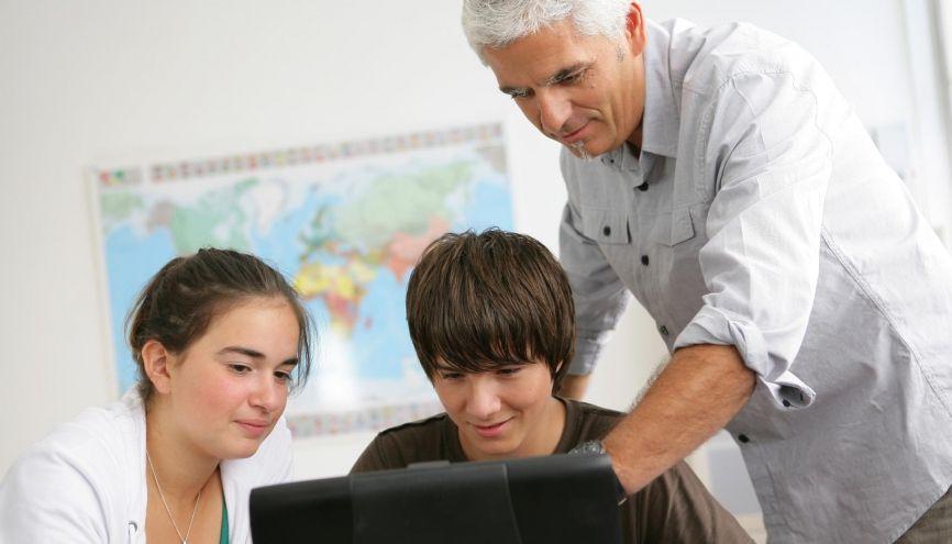 N'hésitez pas à demander conseil à un professeur pour bien structurer votre rapport. //©Phovoir