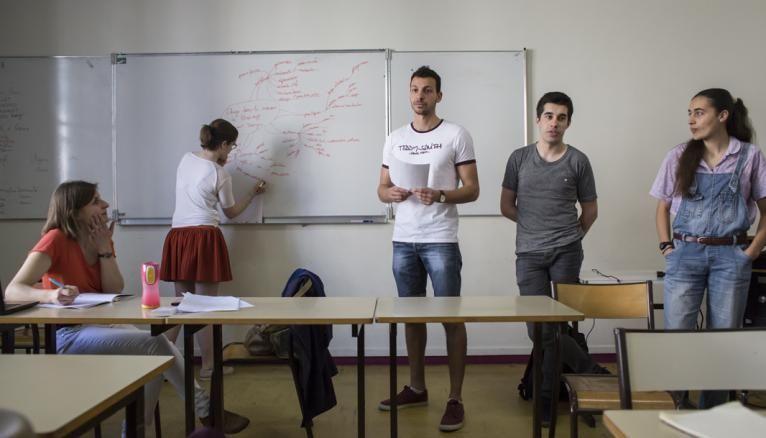 Exposé du groupe d'étudiants partis dans le marais du Brouage, en Charente Maritime, à la rencontre d'éleveurs.