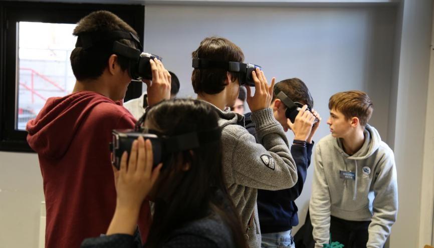 Une expérience en réalité virtuelle : l'activité favorite des lycéens lors de l'escape game. //©EPITA