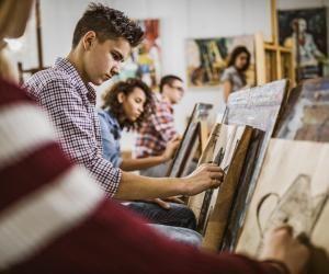 Les candidats aux écoles d'arts plastiques sont nombreux mais les places sont chères.
