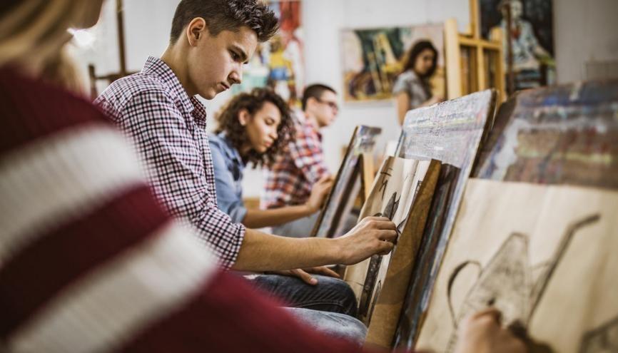 Les candidats aux écoles d'arts plastiques sont nombreux mais les places sont chères. //©Skynesher/iStockphoto