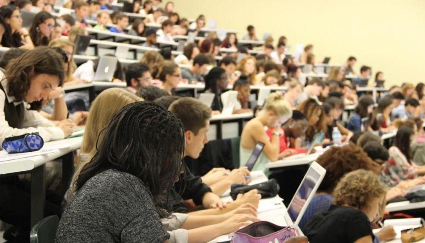 Assurer la réussite étudiante : l'un des objectifs premiers de la loi sur l'enseignement supérieur et la recherche, dont l'examen en séance publique a débuté à l'Assemblée nationale le 22 mai 2013. //©Camille Stromboni