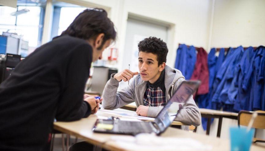 """Amine, 17 ans, est en seconde au """"lycée des futurs"""", l'une classe du Pôle innovant lycéen, à Paris. //©Laurent Hazgui/Divergence pour l'Etudiant"""