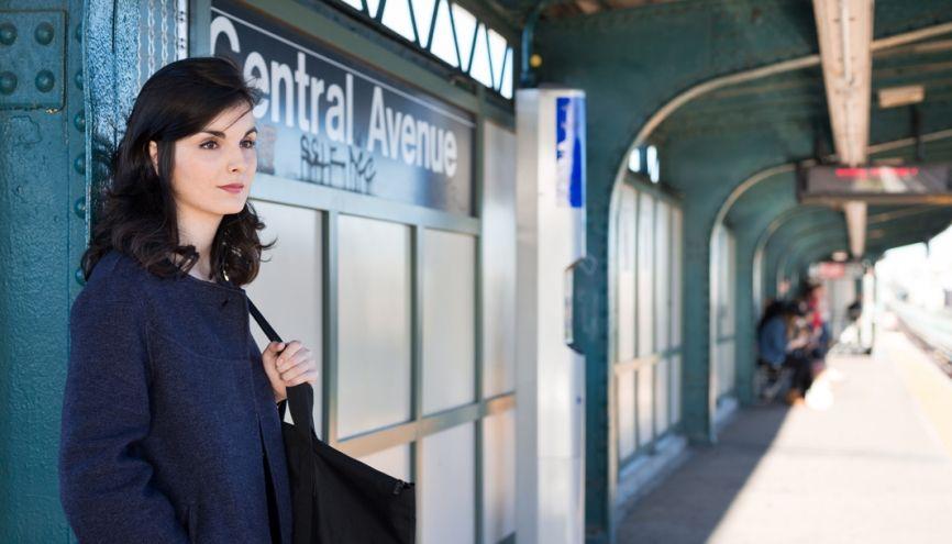 Casilda habite à Brooklyn et prend le métro, tous les jours, à l'arrêt Central Avenue pour se rendre à Manhattan. //©Benjamin Petit/HAYTHAM-REA pour l'Etudiant