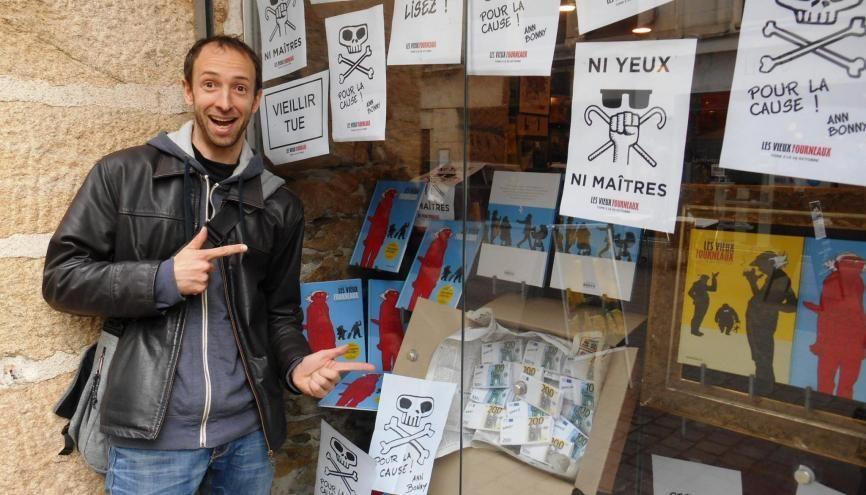 Pour les dessinateurs de BD comme Paul Cauuet, les libraires sont très importants pour se faire connaître. //©Michel Sourget