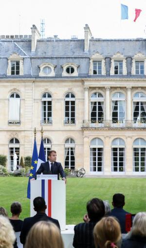 Les membres de la Convention citoyenne pour le climat face au président de la République, Emmanuel Macron, le 29 juin à l'Elysée.