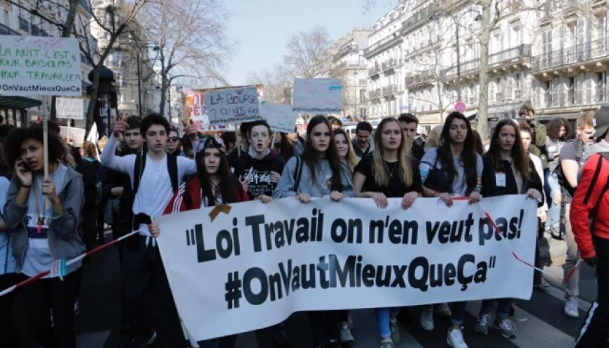 Jeudi 17 mars 2016, environ 9.000 jeunes (selon la préfecture de Paris) ont défilé entre la place de la République et la place d'Italie contre la loi Travail. //©Adrien Bonfante