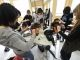 """""""Faire et défaire..."""" Pratiquer, comme ici en atelier coiffure, est l'une des clés de la réussite en CAP. //©Patrick ALLARD/REA"""