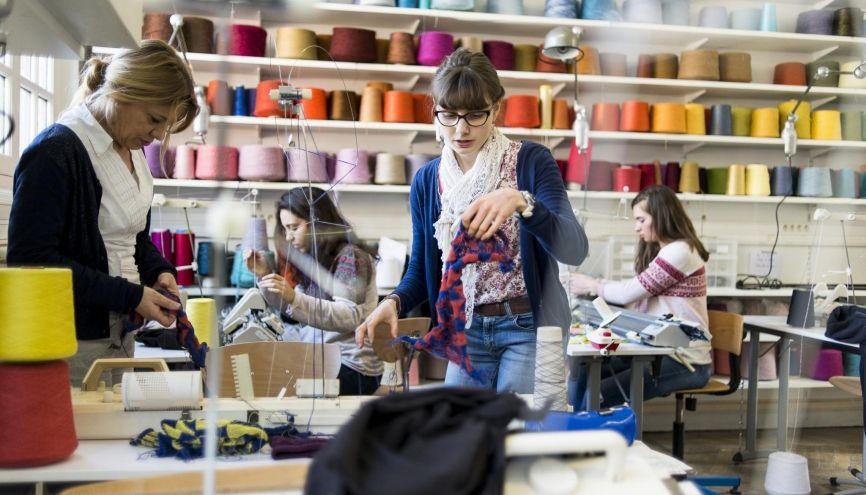 L'école Duperré compte une bibliothèque, une vêtementhèque, une tissuthèque et neuf ateliers techniques équipés d'outils et de machines dernier cri. //©Éric Garaud/Picture Tank pour l'Etudiant