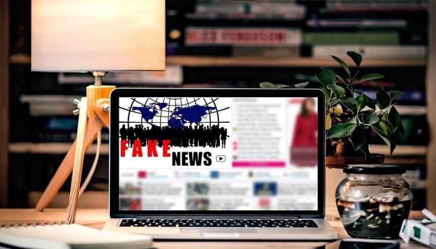 Devant la désinformation et la manipulation d'informations sur Internet, des outils pour repérer le vrai du faux. //©Creative Commons