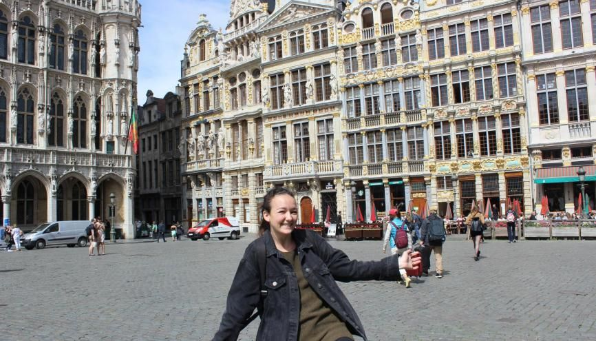 Comme beaucoup d'étudiants, Alix aime se rendre à la Grand-Place dès qu'il y a un rayon de soleil. //©Delphine Dauvergne