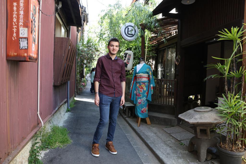 Dans les petites ruelles de Yanaka, le plus vieux quartier de Tokyo, on trouve des artisans, mais aussi des temples et sanctuaires shinto.  //©Kazuko Wakayama pour l'Etudiant