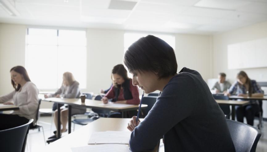Bien choisir son concours permet de bien préparer sa rentrée en école d'ingénieurs. //©Deepol/Plainpicture